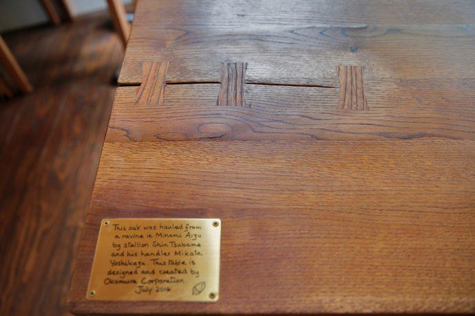 ひび割れた木テーブルの新たな価値